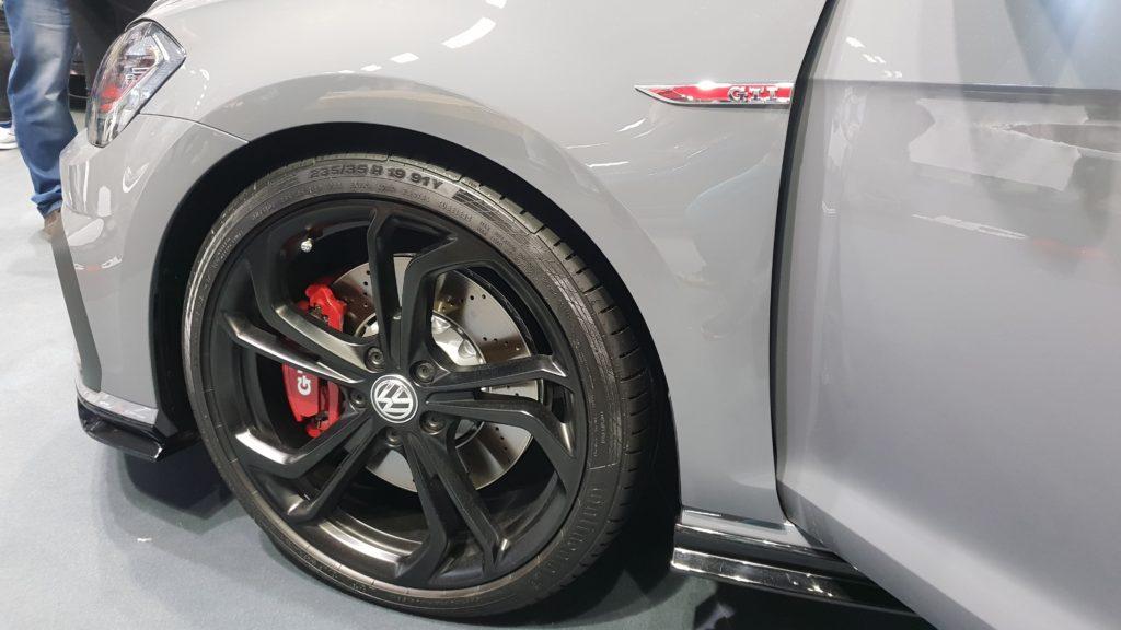 Pohľad na predný bok Volkswagen Golf GTI TCR Concept